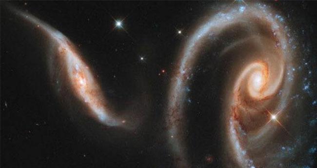 Stephen Hawking: Yıldızlar arası yolculuk gerçek olabilir
