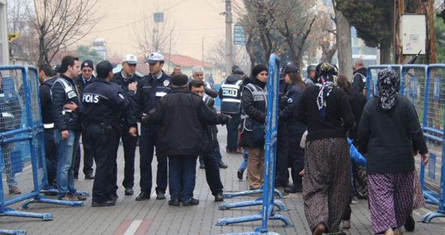 Akın Çelik'in avukatının aracı kundaklandı, Soma davasından çekildi