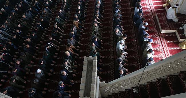 Yüksekova'da 34 gün sonra ilk cuma namazı