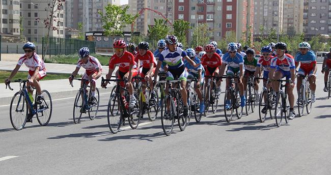 Rumi Çocuk Oyunları'nda bisiklet yarışı yapıldı