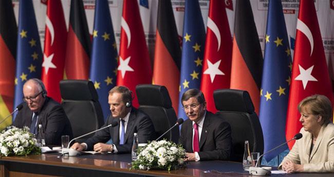 Başbakan Davutoğlu: Vize muafiyeti hayati bir konudur