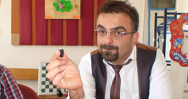 Konya'da bir öğretmen en küçük şarj cihazını yaptı