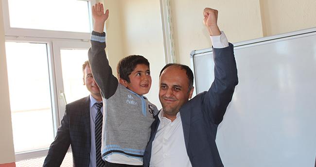 Başkan Özaltun'dan Suriyeli öğrencilere ziyaret