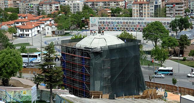 Konya'daki beton şemsiye kaldırılıyor