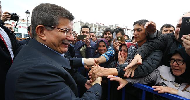 Davutoğlu'na Konya'da coşkulu karşılama