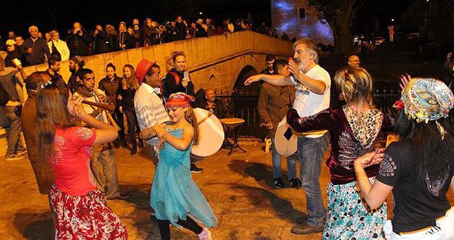 Romanlar Hıdırellez'de nehir kenarında buluştu