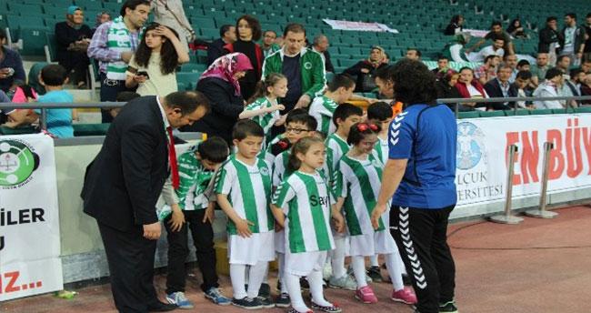 """Engelli Öğrencilerden """"Konyaspor Geliyor Bak"""" Şarkısı"""
