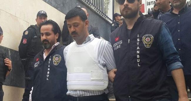 Can Dündar'a saldıran Murat Ş ve 4 kişi adliyeye sevk edildi