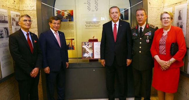 Erdoğan ve Davutoğlu Anıtkabir'de