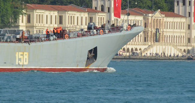 Rus gemisinden provokatif hamle