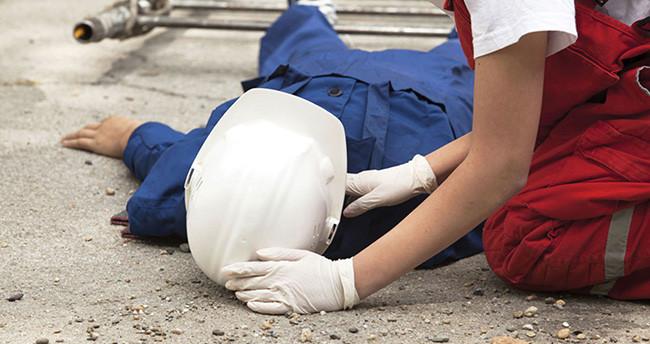 Konya'da fabrikanın çatısından düşen işçi öldü