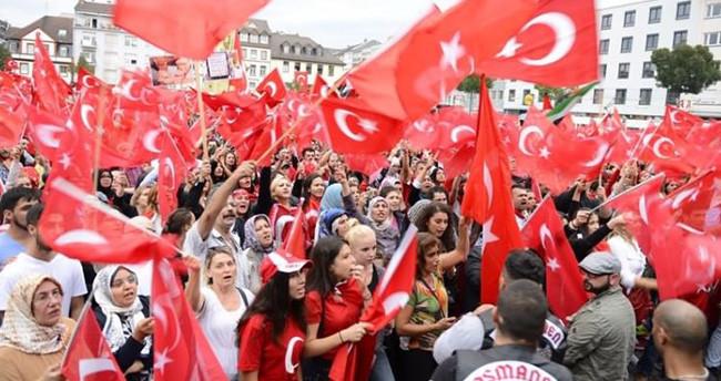 Almanya'da Türkler baş kaldırdı!
