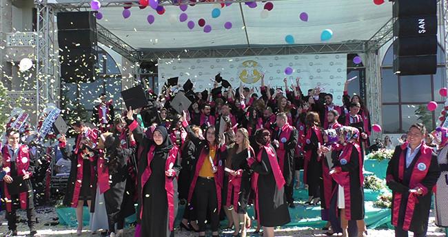 Beyşehir Ali Akkanat İşletme Fakültesi'nde mezuniyet heyecanı