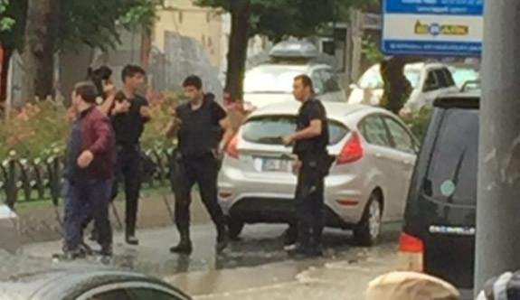İstanbul Beyazıt'ta çevik kuvvet aracına bombalı saldırı
