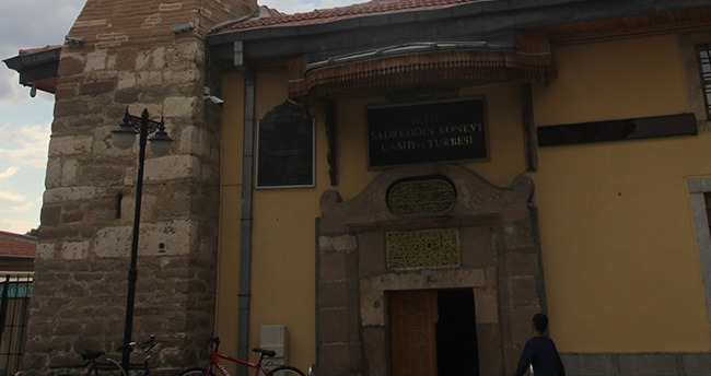 Konya'daki bu camiye kıbleden giriliyor