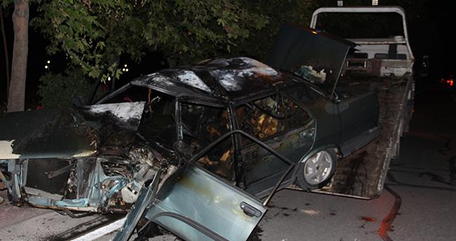 Konya'da otomobil ağaca çarptı: 2 yaralı
