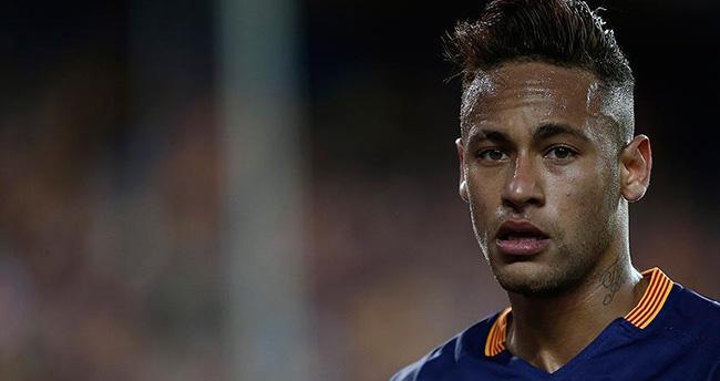 """Barcelona, 5,5 milyon avroya """"Neymar olayı""""nı kapatmak istiyor"""