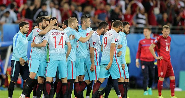 Türkiye ikinci tura nasıl çıkar? İşte gruptan çıkma ihtimalleri