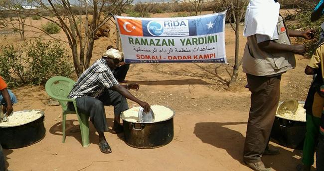 Dünyanın en büyük mülteci kampına ramazan yardımı