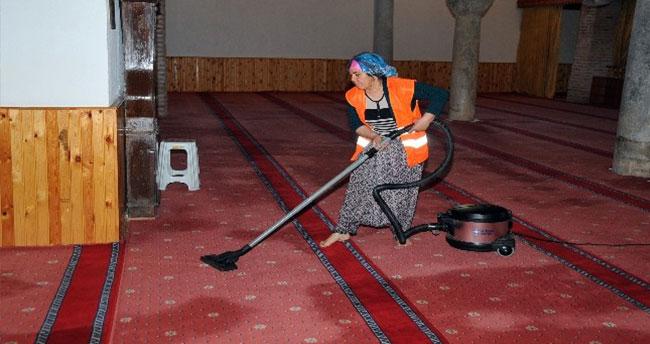 Akşehir Belediyesi Cami Temizliklerini Sürdürüyor