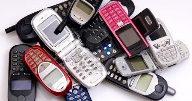 Eski cep telefonlarının içinden altın çıkıyor