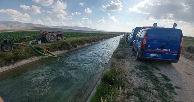 Konya'da anne ve oğullarını boğulmaktan vatandaşlar kurtardı