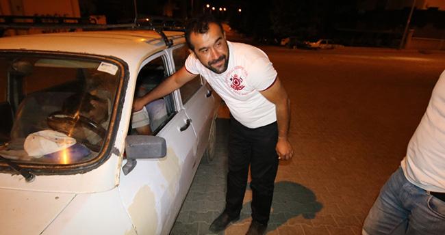 Konya'da bir sürücü yolun ortasında aracında uyuyakaldı
