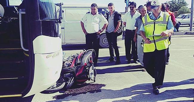Konya'da yolcu otobüsü ile motosiklet çarpıştı: 2 kişi ağır yaralandı