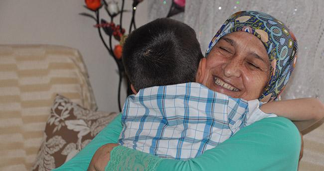 """""""Anne beni de götür"""" diye ağlayınca koruyucu aile oldu"""