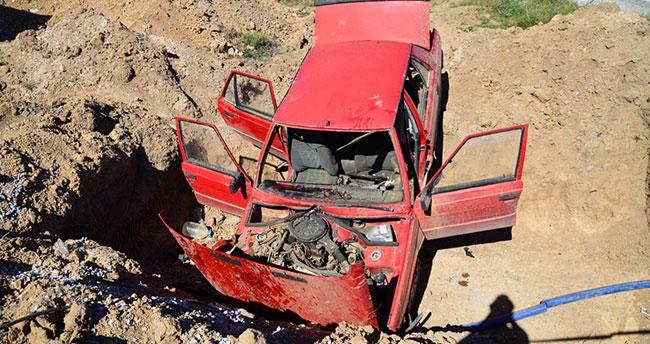 Yoldan çıkan otomobil inşaat çukuruna düştü: 2 yaralı