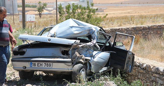 Yunak'ta otomobil kamyonla çarpıştı: 1 yaralı