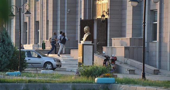 Konya'da, 6 hakim ve savcıdan 5'i tutuklandı