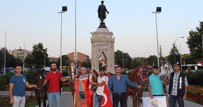 Konya'da darbe girişimine atlı yürüyüş