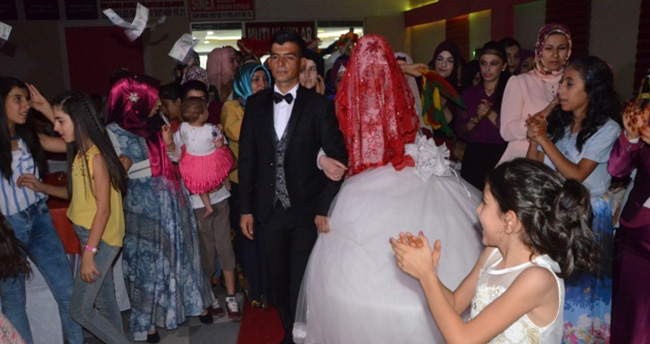 Düğünlerde 1 dolar yerine Türk lirası dönemi başladı