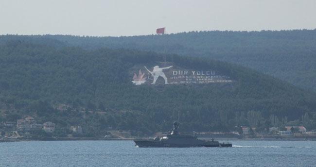Rus donanmasına ait savaş gemileri boğazdan geçti