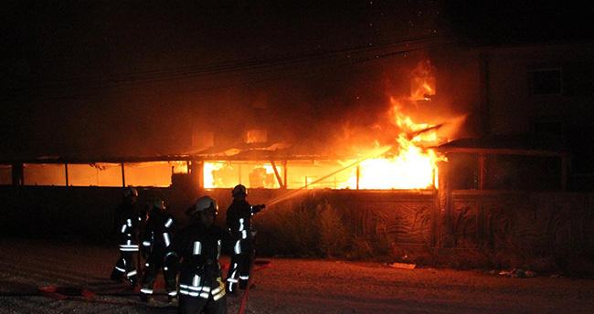 Konya'da mobilya fabrikasında yangın