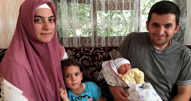Konyalı aile bebeklerine şehit Halisdemir'in adını verdi