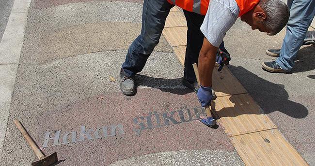 Hakan Şükür'ün adı 'dört büyükler kaldırımı'ndan söküldü