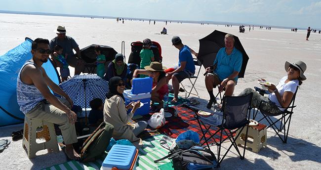 Nijeryalılar Tuz Gölü'nde piknik yaptı