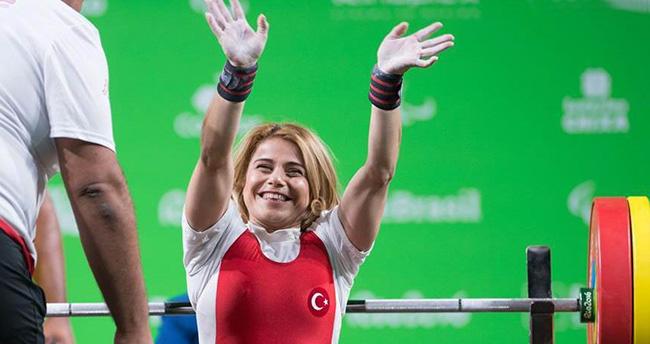 Konyalı sporcu Nazmiye Muslu Muratlı'dan dünya rekoru