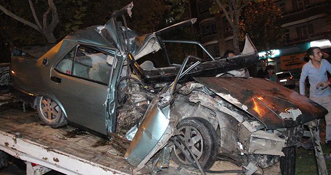 Konya'da feci kaza! – Hurdaya dönen otomobilden sağ çıktı
