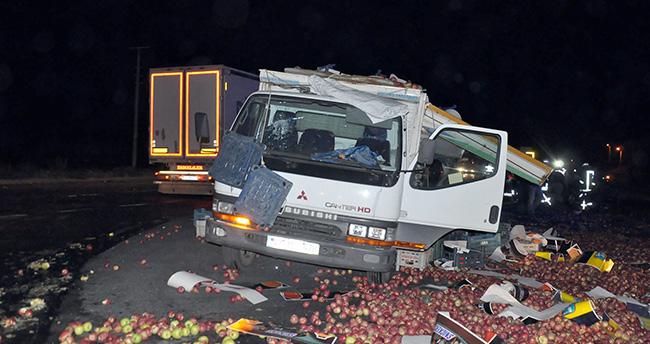 Konya'da kamyon otomobile çarptı: 2 ölü 1 yaralı