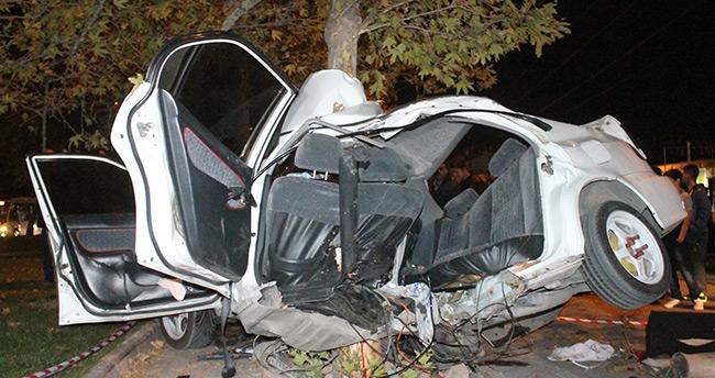 Konya'da trafik kazası : Hurdaya dönen otomobilden sağ çıktılar