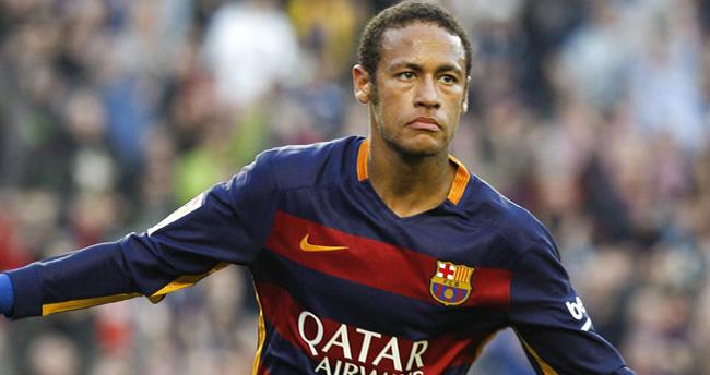 Barcelona, Neymar'ın sözleşmesini 2021'e kadar uzattı