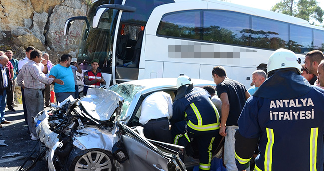 Konya – Antalya yolunda yolcu otobüsü ile otomobil çarpıştı : 3 ölü, 2 yaralı