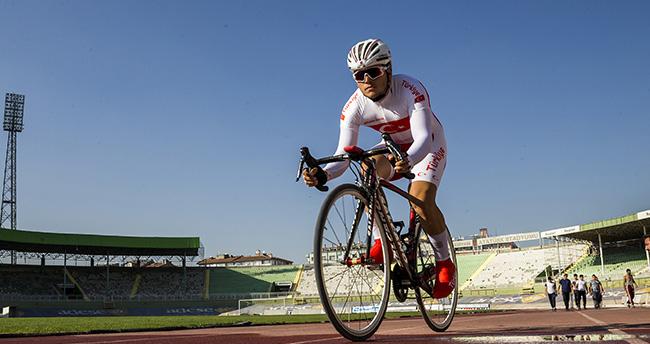 Bedava bisiklet için başladığı sporda şampiyon oldu