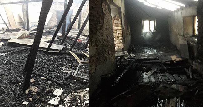 Konya'da tarihi cami kül oldu