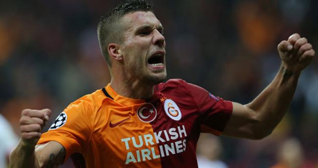 Podolski'den Fenerbahçe'ye gönderme