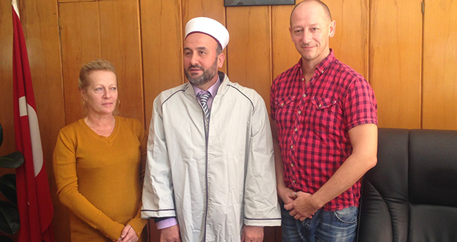 Danimarkalı Peter ve İngiliz Burcu Müslüman oldu