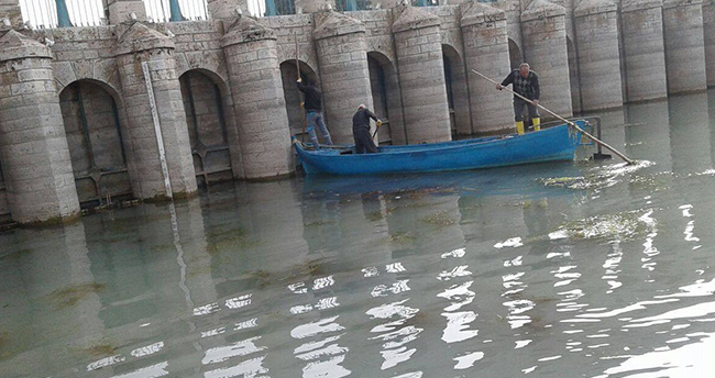 Beyşehir Gölü'nde kayıklarla temizlik